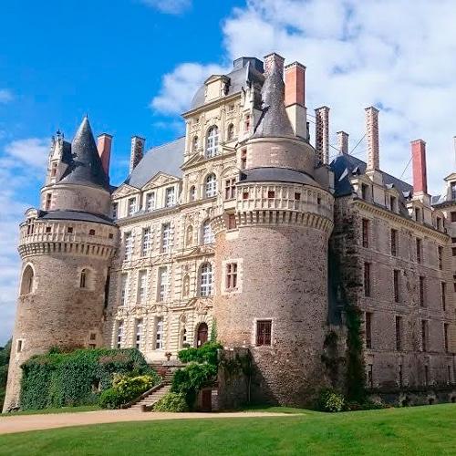 Château de Brissac - Anjou tourisme - Gîte avec piscine - La Maison de Gabin & Augustin